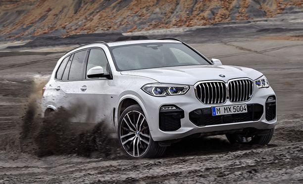 Uuden BMW X5:n hinnat alkavat 99 082 eurosta. Autosta löytyy uudistettu xDrive-nelivetojärjestelmä.