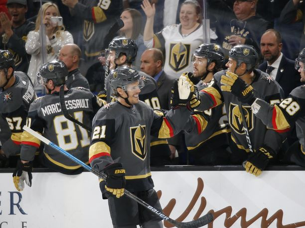 Vegas Golden Knights on juhlinut NHL:n pudotuspeleissä.