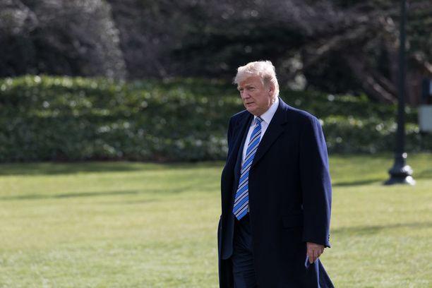 Presidentti Trump painotti, että pakotteita jatketaan tapaamiseen asti.