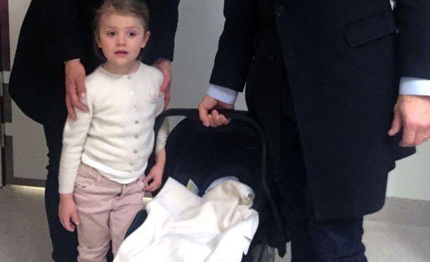 Prinsessa Estellestä tuli isosisko eilen illalla. Hän näki veljensä vasta tänään aamulla.