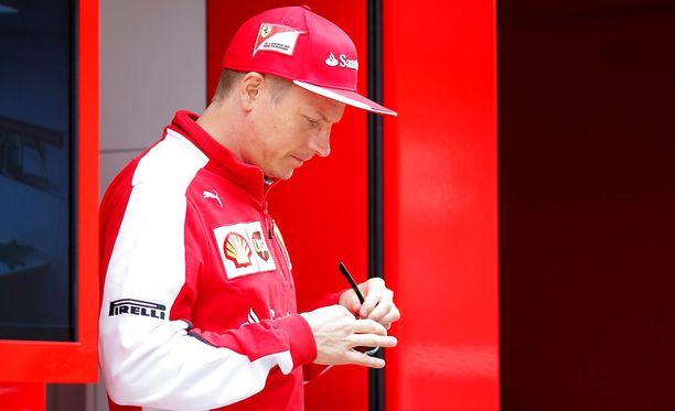 Kimi Räikkösen uskotaan lähtevän Ferrarilta jo kuluvan kauden jälkeen.