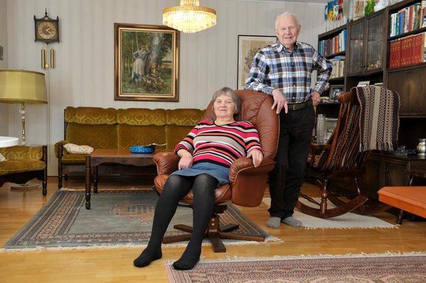 65 vuotta naimisissa olleet Helli ja Matti Kourujärvi.