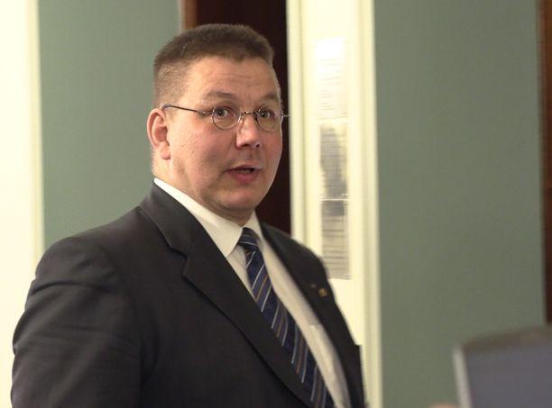 Perussuomalaisten kansanedustaja Juha Mäenpää on kiistänyt syyllistyneensä rikokseen.
