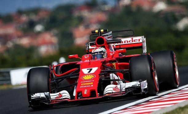 Kimi Räikkösen auto ei vielä toimi täydellisesti Hungaroringin radalla.