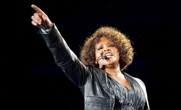Whitney Houston joutui lapsena hyväksikäytetyksi sukulaisen toimesta.