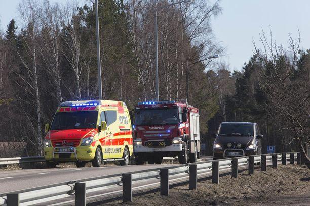 Paikalle hälytettiin useita pelastuslaitoksen ja ensihoidon yksiköitä.