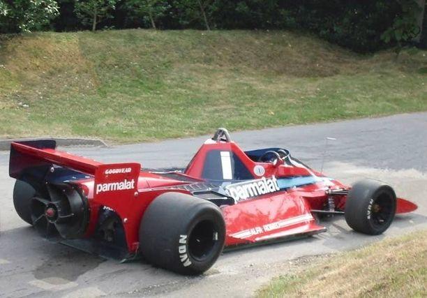 Auttoiko tätä autoa perään asennettu propelli? Tavallaan, koska Brabham BT46B hyötyi tuulettimen avittamasta maaefektistä, eli sen pito parani. Ei auto sentään kulkenut potkurin voimalla. Itävallan Niki Lauda kaasutteli tällä oudolla ajokilla peräti voittoon Ruotsin Anderstorpissa vuonna 1978. Se jäikin samalla tuuletinauton ainoaksi GP:ksi.