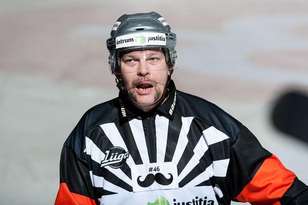Tom Laaksonen tuomitsi SM-liigassa