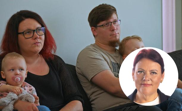 Pia näkee Riikan ja Tomin perheessä paljon hyvää. He ovat hyvää tarkoittavia vanhempia, jotka myös rakastavat toisiaan vaikeuksista huolimatta.