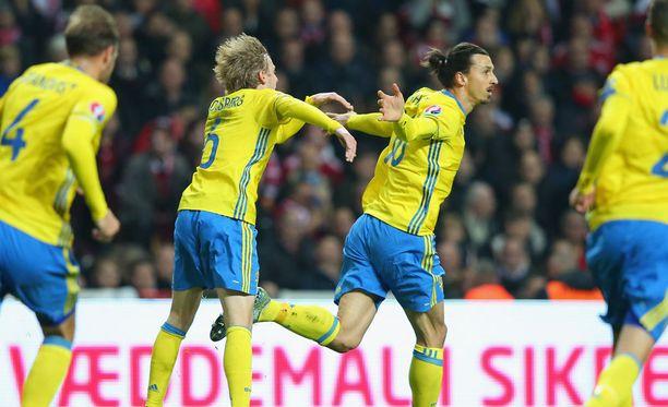 Zlatan Ibrahimovic johdattaa Ruotsia kohti EM-Ranskaa.
