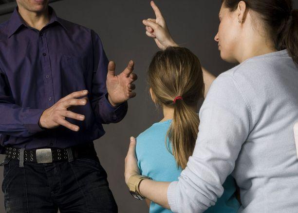 Lapset jäävät vanhempien välisissä erokiistoissa usein pelinappuloiden asemaan.