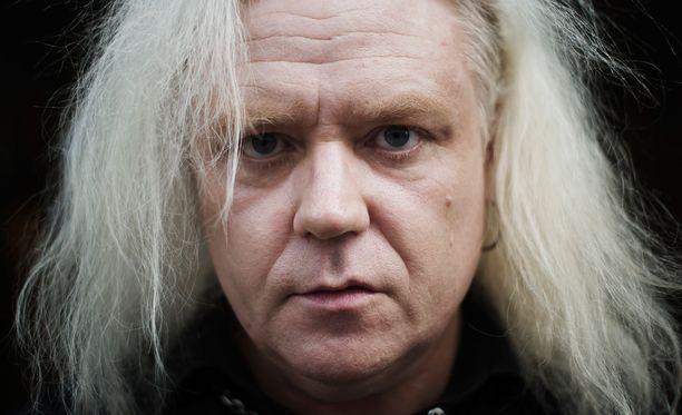 Jussi Hakulinen tuli tunnetuksi Yö-yhtyeen myötä.