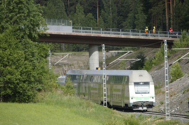 Juna oli silminnäkijän mukaan lähestyessään soittanut äänitorvea useita kertoja. Kuvituskuva.
