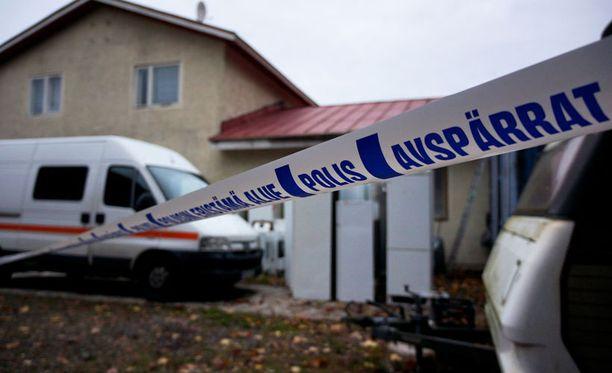 Poliisi ei ole kertonut vauvojen surmatavasta.