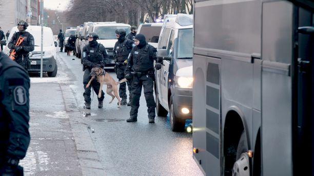 Severi on esiintynyt aikaisemmin Poliisit-sarjassa. Kuvassa oleva poliisikoira ei ole Severi.
