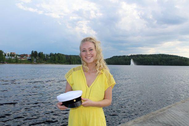 IB-linjalta valmistunut Karonen viettää ylioppilasjuhlia kansainvälisen käytännön mukaisesti vasta loppukesästä.