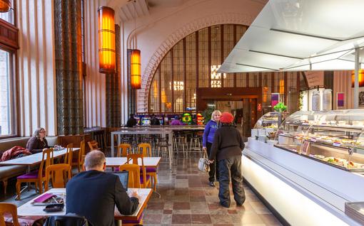 """Ravintolat huojentuivat sulkemismääräyksestä - """"Turhaan täällä seisoskelee, kun asiakkaita ei näy"""""""