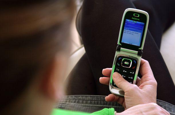 EU-direktiivi olisi laittamassa kännykkämaksut samalle viivalle pankkipalveluiden kanssa.