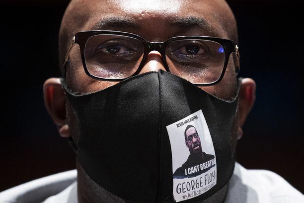 George Floydin veli Philonise Floyd piti Yhdysvaltain edustajanhuoneelle koskettavan puheen keskiviikkona. George Floyd kuoli pidätystilanteen yhteydessä Minneapolisissa.