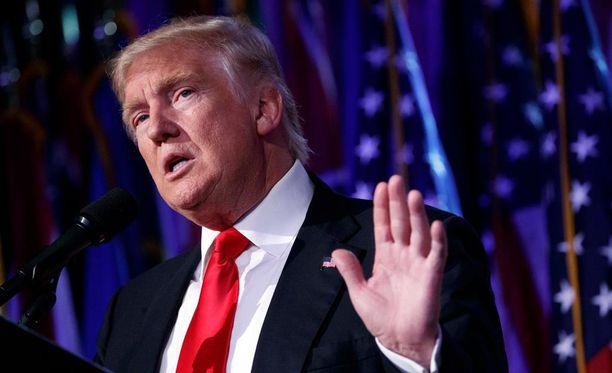 Yhdysvaltain tuleva presidentti Donald Trump vältti oikeudenkäynnin sopimalla petossyytteet 25 miljoonalla dollarilla.