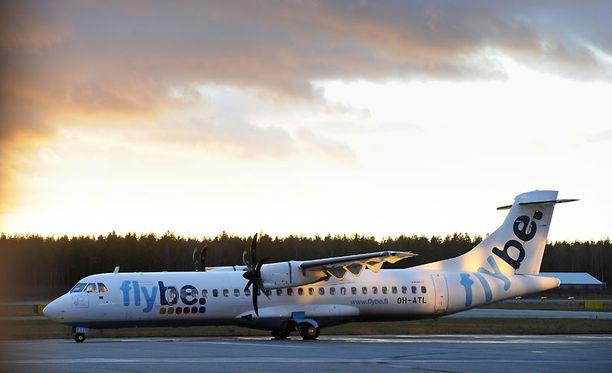 Flybe -yhtiön koneen ohjaamossa oli alkanut lennon aikana haista savu.