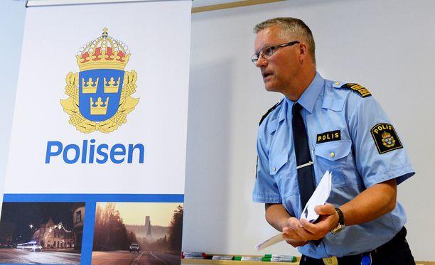 """Västeråsin poliisipäällikkö Per Ågrenin mukaan """"pimeät voimat"""" saattavat käyttää puukotuksesta epäiltyjen etnistä taustaa vääriin tarkoituksiin."""