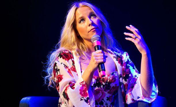 Krista edusti Suomea Marry Me -kappaleella vuonna 2013.