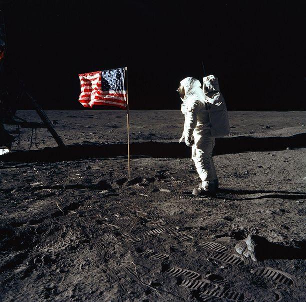 Aldrin Kuun pinnalla Armstrongin kuvaamana.