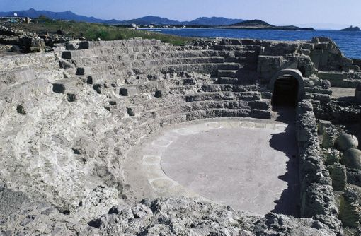 Sardiniassa voi vierailla Noran vanhassa teatterissa. Suuri osa kaupungista on kuitenkin veden alla.