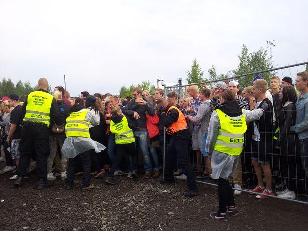 Weekend-festivaaleilla väenpaljous tuotti ongelmia myös vuonna 2013.