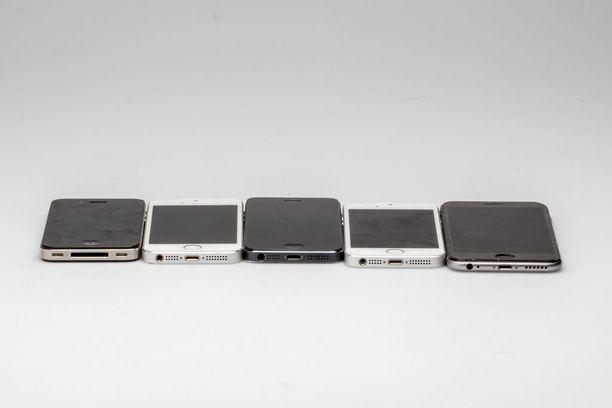 Viisi Iphonea rinnakkain: vasemmalta Iphone, Iphone 3G, Iphone 4, Iphone 5 ja Iphone 6.