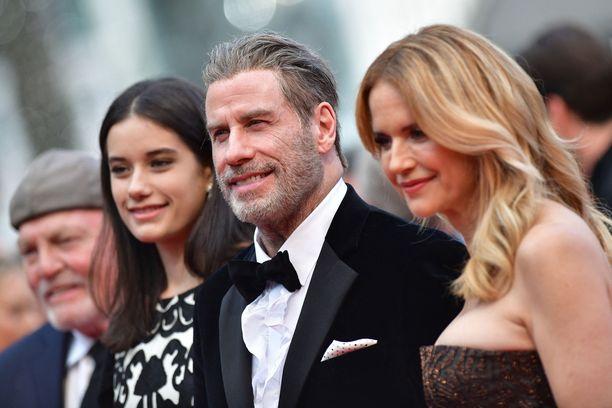 John Travolta Ella-tyttärensä ja edesmenneen vaimonsa Kelly Prestonin kanssa vuonna 2018.