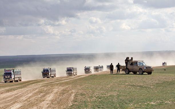 Pakolaisia siirretään Al-Holin leirille Syyriassa.