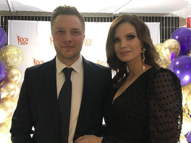 Jukka ja Suvi Tiilikainen edustivat yhdessä Anitra Ahtolan Tanssikoulu DCA:n 20-vuotisgaalassa.