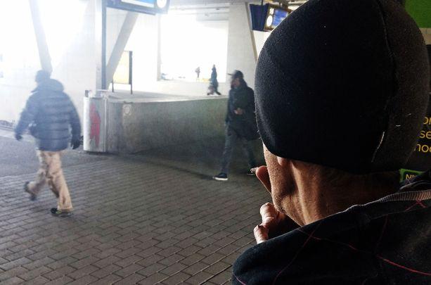 Torstaina vankilaan palannut poliisin ex-tietolähde Raine Sievälä kertoi, kuinka hän välitti tietoa poliisille.