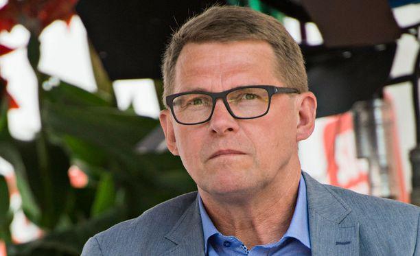 Matti Vanhanen ei usko, että sosiaali- ja terveyspalveluiden uudistus uhkaisi kaataa hallituksen.