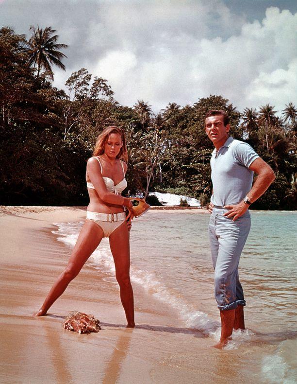 Ursula Andress tähditti Salainen agentti 007 ja tohtori No -elokuvaa yhdessä Sean Conneryn kanssa.