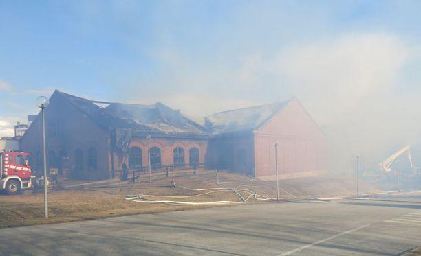 Metsä Boardin Äänekosken vanhan paperitehtaan tiloissa havaittiin tulipalo maanantaina.