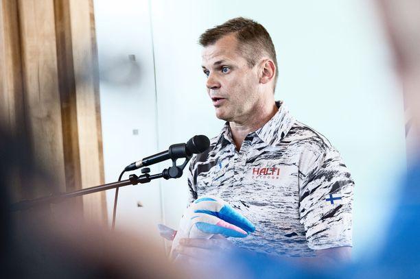 Kari Niemi-Nikkola ilmoitti tukirahojen rajoittamisesta kesäkuun lopussa.