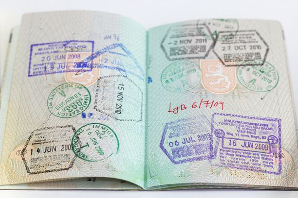 Passikin rähjäntyy reissussa. Indonesian rajalla sen kunnon suhteen ollaan tarkkoja.