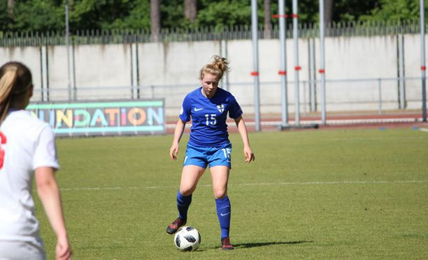 Annika Huhta teki maalin pronssiottelussa Englantia vastaan Liettuassa järjestetyissä EM-kisoissa.