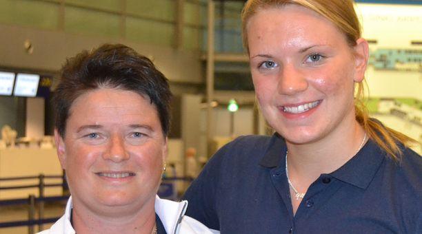 Uinnin valmennuspäällikkö Ippe Natunen (vas.) vierellään superlupaus Jenna Laukkanen.