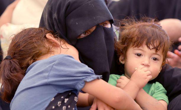 Kuva Al-Holin leiriltä, jossa on myös suomalaisia naisia ja lapsia.