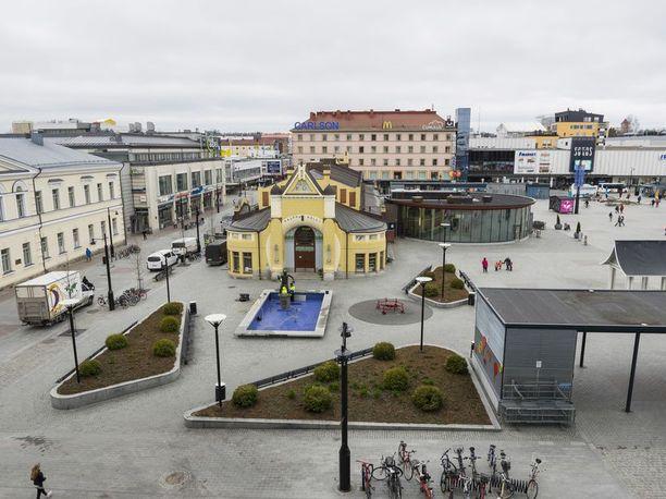 Pelastuslaitos kertoi, että äiti ja lapsi pelastettiin tulipalosta viime hetkellä. Kuvituskuva on Kuopion keskustasta.