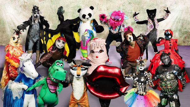 Kuvassa kaikki uuden kauden kuusitoista Masked Singer -hahmoa.