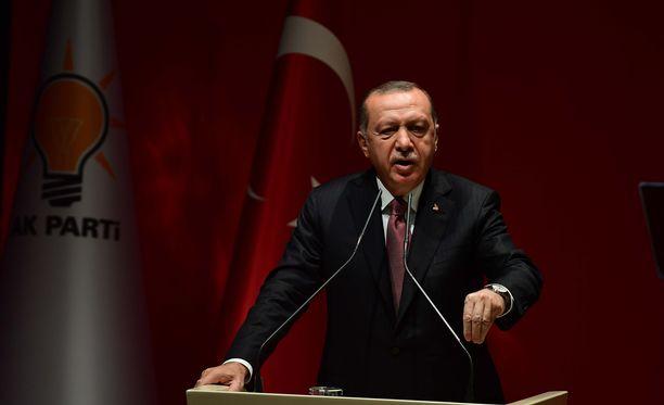Presidentti Recep Tayyip Erdogan haluaa selvittää Istanbulissa tapahtuneen, maailmaa kuohuttaneen murhan juuriaan myöten.