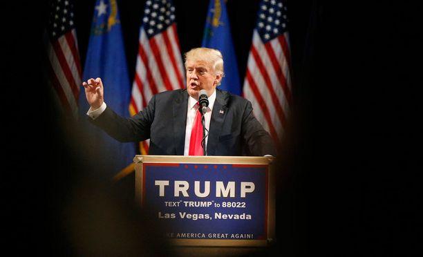 Trump puhumassa Las Vegasissa.