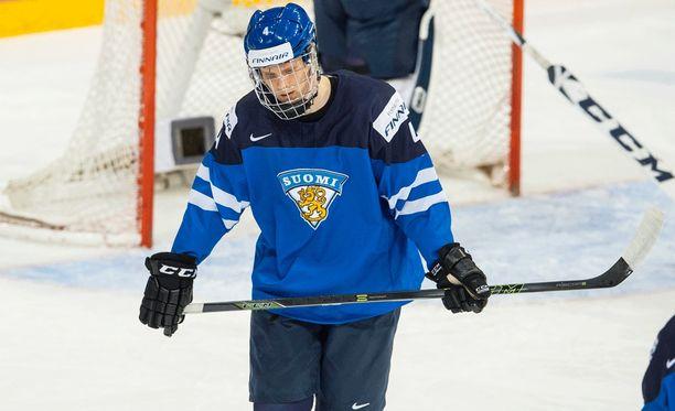 Myös viime vuoden MM-joukkueesssa mukana ollut Olli Juolevi on tänä vuonna Suomen kapteeni.