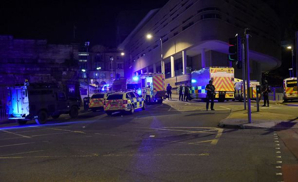 Manchesterin pommi-iskussa oli tiistai-illan tiedon mukaan kuollut 22 ihmistä.