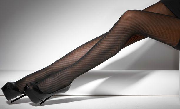 mustat naiset sukka housut seksiä